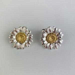 Lila Silver Daisy Earrings